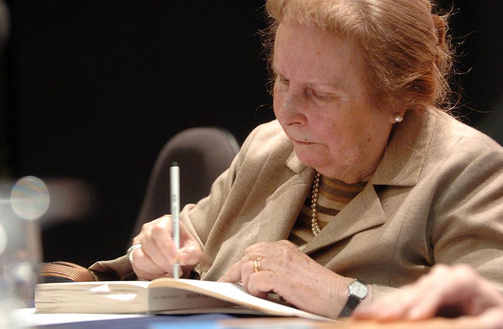 Agustina Bessa-Luís Biografia de Agustina BessaLus Vogais e Companhia O Prazer da